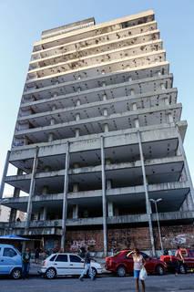 Edifício Palmares se transformou num esqueleto de concreto